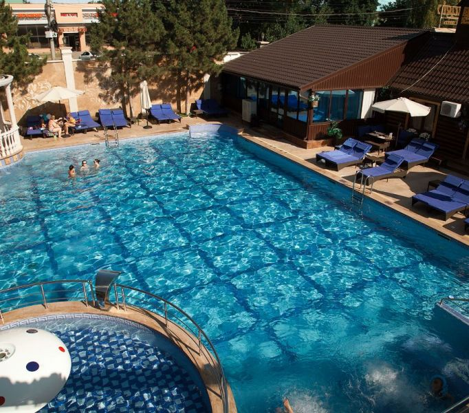 Открытый бассейн в Ростове-на-дону